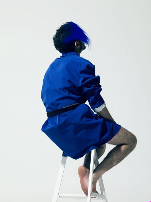 ISMAEL IN RAF SIMONS AW12 BLUE OVERSIZE SHIRT AND BURGUNDY SKIN BELT  BY PIERRE DEBUSSCHERE