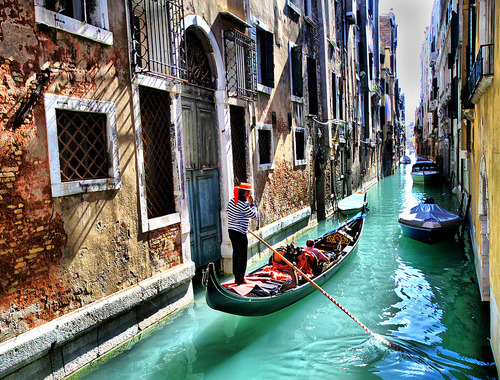 Narrow Canal, Venice, Italy  photo via luvfashion