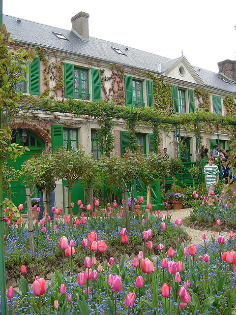visitheworld:  Claude Monet's House in Giverny, France (by HarukoSanFLCL).