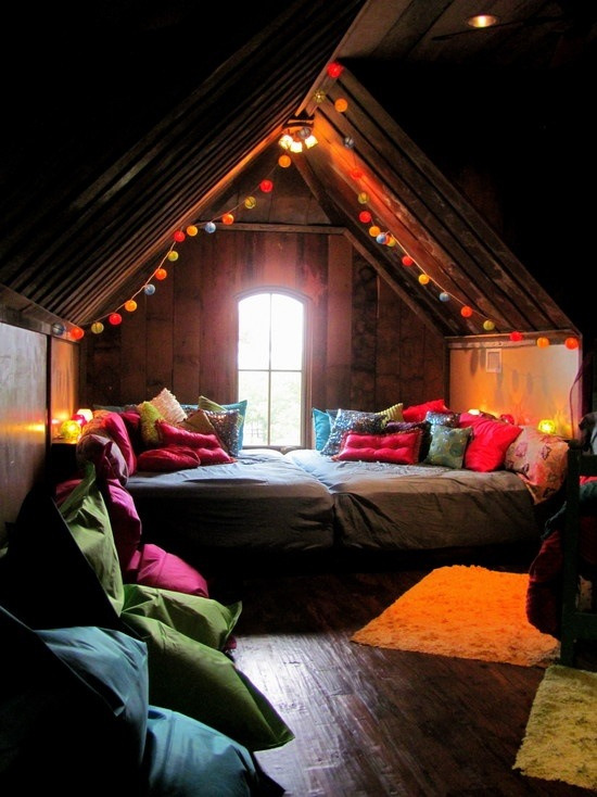kariilynnm:  satanics:  wow i want a room like this  i want thisssssss