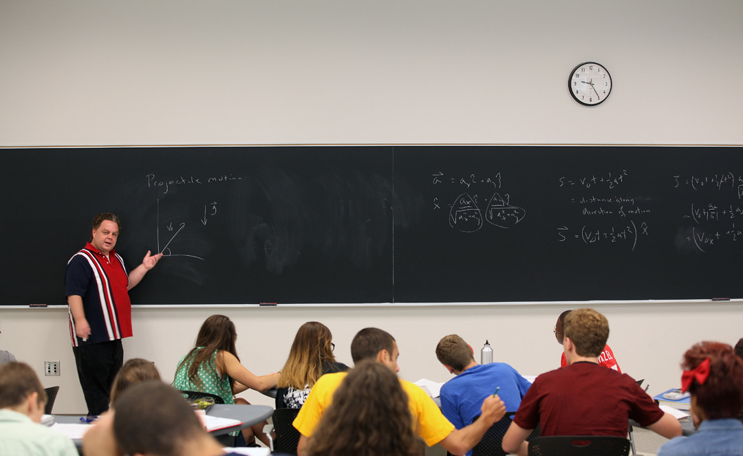 U-M lecturer Paul Kaminski teaches Crossing the Boundaries math class in the summer as part of the Michigan Science, Technology, Engineering and Mathematics (M-STEM) Academy for the incoming freshmen.    University of Michigan's Central Campus.  Wednesday, July 11th, 2012 Photo by Marcin Szczepanski, University of Michigan, CoE, Multimedia Producer