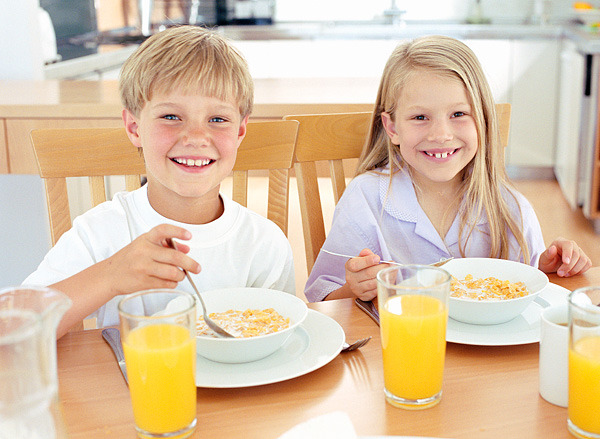 Top 5 Tips For Getting Your Kids To Eat Breakfast