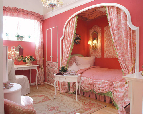 OH MY GOSH… I WOULD KILL FOR A BED LIKE THAT… IN A WALL……..AUGH!
