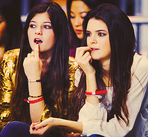 16/50 pictures of Kendall and Kylie
