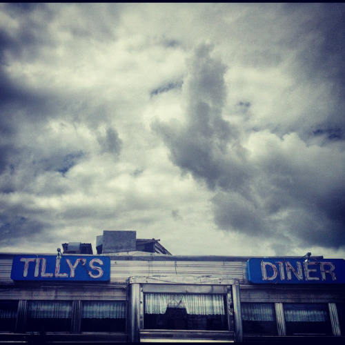 gretchenjonesnyc:  Dining in style this Friday stormy morning  (via imgTumble)