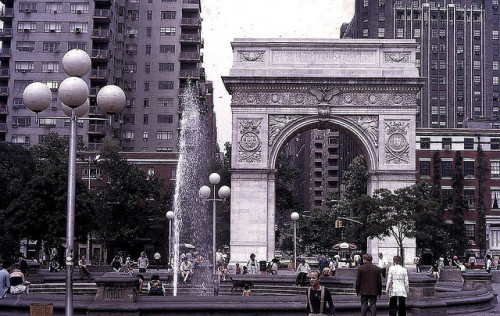 retronewyork:  Washington Square 1974 by dw*c on Flickr.