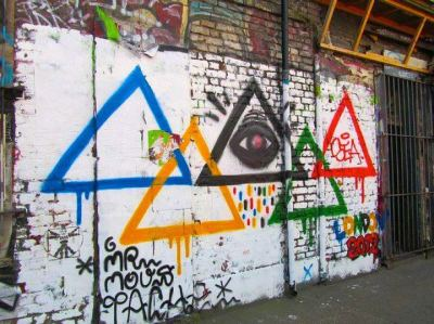 …a closed circuit of interlocking triangles…all seeing…all seeing…and yet we cannot even see beyond our own end…