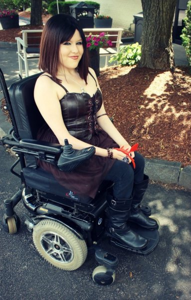 teaplusbeardspluscake:  disabledpeoplearesexy:  Might have blogged this one before too… but again, too stunning not to.  Hair envy