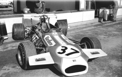 watch the nose …Silvio Moser's Marlboro Brabham-Ford BT30, 1971 Gran Premio de Madrid F2 race, Jarama