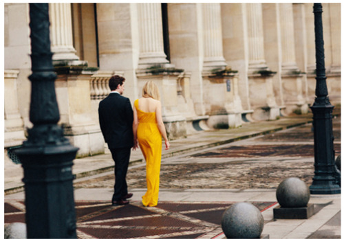 Adore this #paris engagement shoot, the bride went for a pop of color: #marigold! (via @100layercake)