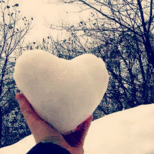 ♥ #heart #snowheart #winter #whiteheart #cute #tumblr #beautiful  (Taken with Instagram)