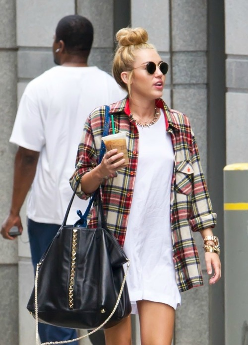 newyorksbabe:  omg her clothes  Miley is perfff