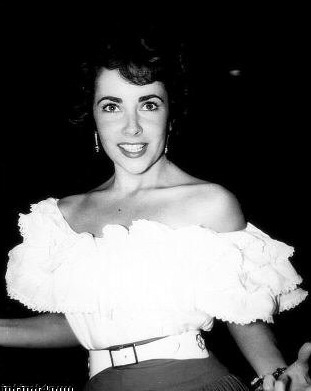 ELIZABETH TAYLOR-CANDID ELIZABETH IS POSING FOR FRIEND AND PHOTOGRAPHER ACTOR MARSHALL THOMPSON.