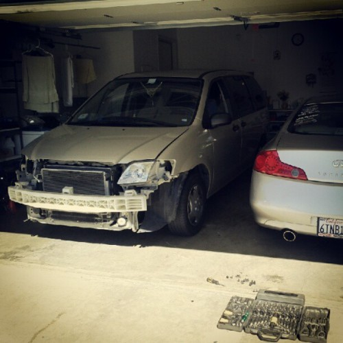 Oh shit! What's goin on? Lol. #mazda #mpv #zoomzoom #nobumper #modification #g35 #infiniti  (Taken with Instagram)