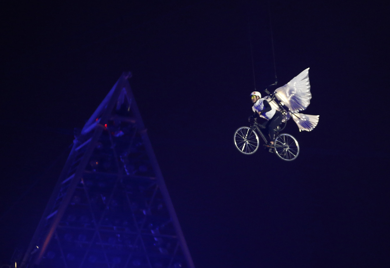 A performer takes part in the opening ceremony of the London 2012 Olympic Games at the Olympic Stadium July 27, 2012. [REUTERS/Mike Segar]