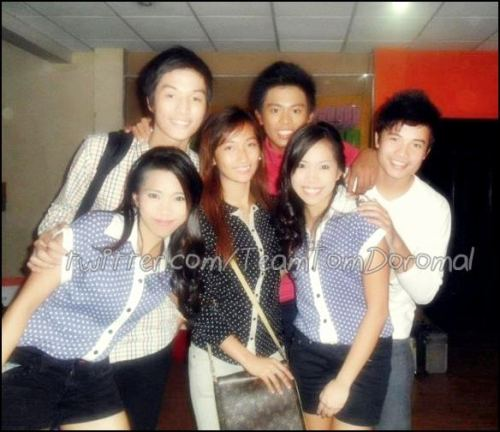 Tom with Joj, Jai, Alec, Roy and Karen's sister. :) CTO ;D