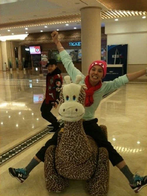 shineeloveaus:  BB spam 6/10 Gdragon  i love this picture ^-^