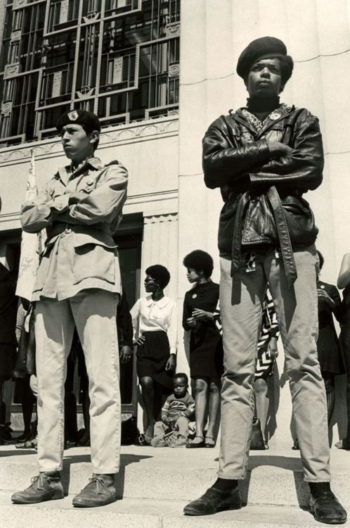 ankh-kush:  Internationalism 1968: Oakland Brown Berets and Black Panthers stand together in solidarity at the Free Huey Protest at the Alameda County Courthouse