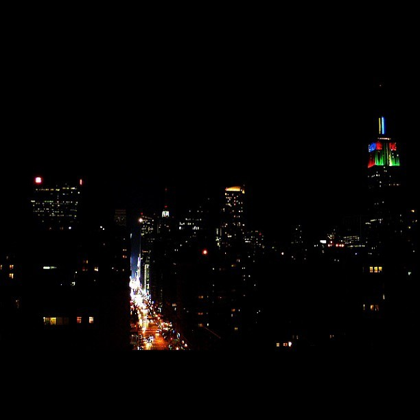 Picture taken last night. #webstagram #2012londonolympics #esb #empirestatebuilding #i #igg #igers #igersnyc #ignation #instatop #instagold #instagood #instaphoto #instafamous #instagallery #instagramhub #instamillion #pic #photo #statigram #doubletap #jj #city #best #nyc #newyorkcity #manhattan #midtown #olympics (Taken with Instagram at New York City)