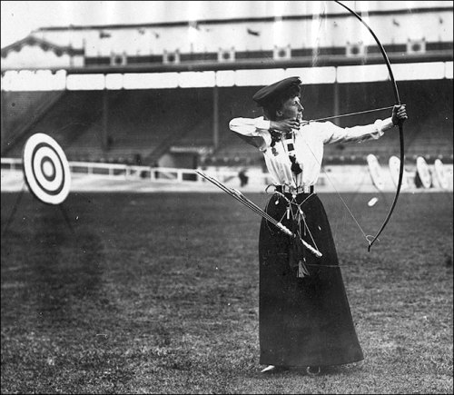 coolchicksfromhistory:  Queenie Newell, 1908 gold medalist in archery.  Fifty three years old at the time, Queenie is the oldest woman to ever win a gold medal.   Also, she looks fabulous.  I *want* that skirt.