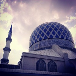 #mosque #dome  (Taken with Instagram at Masjid Sultan Salahuddin Abdul Aziz Shah)