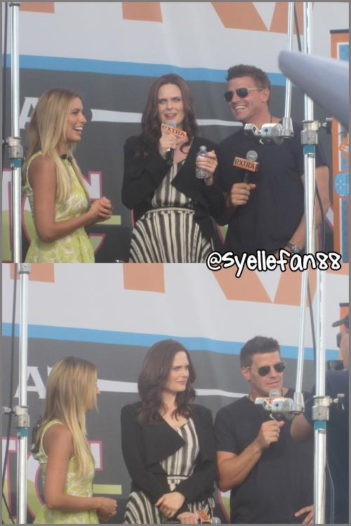 xxelectrichearts:  Check out all my pics at Bones panel and Extra interview during Comic Con!