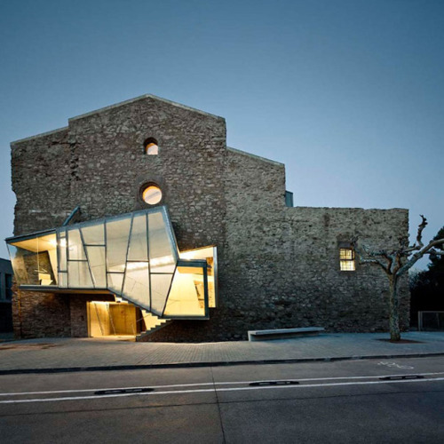 love-spain:  Architect David Closes has recently renovated the Sant Francesc Church, located in the Catalan town of Santpedor.Love-Spain    Approved - W2K
