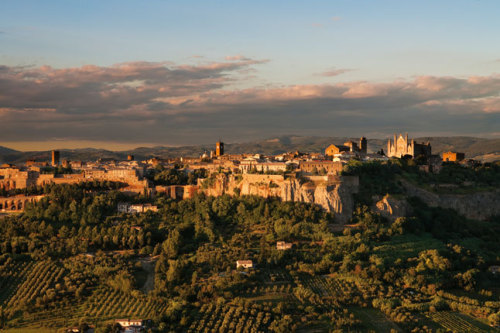 (via Orvieto Travel Guide, Photo 1 of 8 (Condé Nast Traveller)) Orvieto, Umbria, Italy