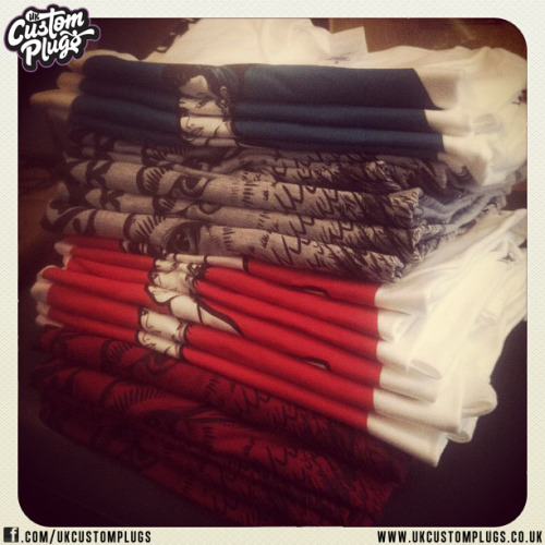 Tee's At UKCP Head over to the UKCP store and treat yourself! www.ukcustomplugs.co.ukSend us a photo of yourself wearing your UK Custom Plugs to be entered into our Weekly Sunday Shout Out - Via Facebook or Email - info@ukcustomplugs.co.uk