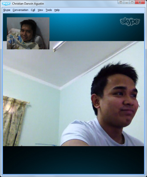 Skype session with my brother from another mother who's in Doha already. We're currently discussing our love problems and relating them to the movie One More Chance. He kept on insisting that I'm Popoy. Well, to be honest, I think I am. :(