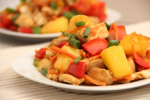 yummyinmytumbly:  Spicy and Sweet Chicken with Pineapple