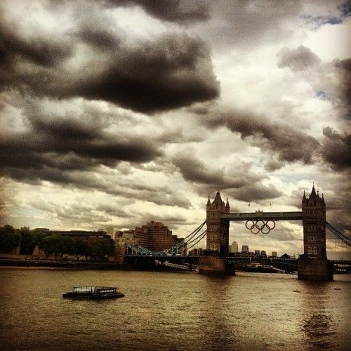 #olympic #rings #london2012 #towerbridge #stormy looking #clouds #riverthames #river # (Taken with Instagram at Hay's Galleria)