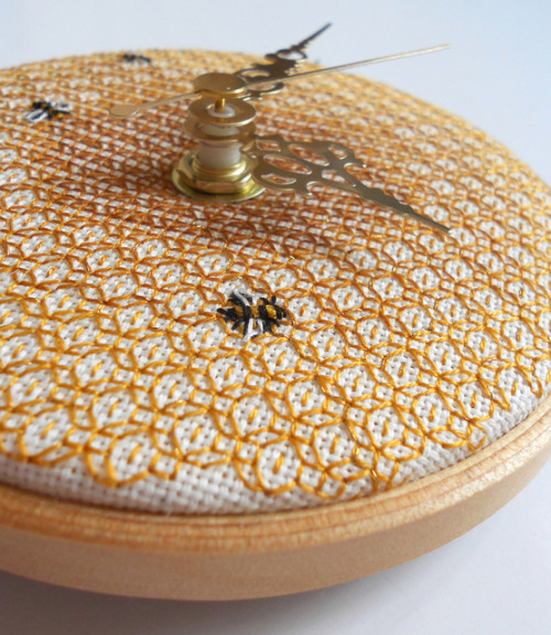 Honeycomb & Bee Wall Clock on Flickr.Via Flickr: And here it is complete! And by jove I am rather pleased with it.  You can find out more about it a little later when I shall blog about it, as it's the first piece that will start the donations towards BBKA.themasonbee.blogspot.co.uk/