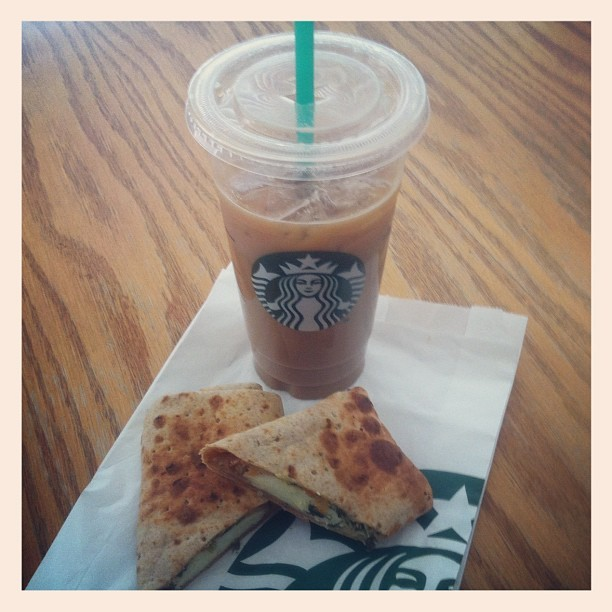 Starbucks brekkie! #breakfast #coffee #drink #food #foodporn #instagood #instacoffee #igdaily #latte #nomz #starbucks #starbuckscoffee #spinachfetawrap #wrap #yum (Taken with Instagram)