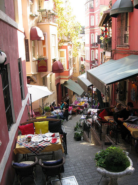visitheworld:  Streetside dining in Istanbul, Turkey (by tobyshingleton).