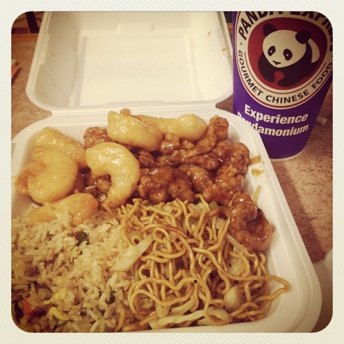 My sissy's treat! Thanks gurl :D I love Chinese food! Gah <3 #pandaexpress #chinese #asian #food #ontario #mall #sister #treat #food #yum #shopping #thanks #love (Taken with Instagram at Ontario Mills Mall)