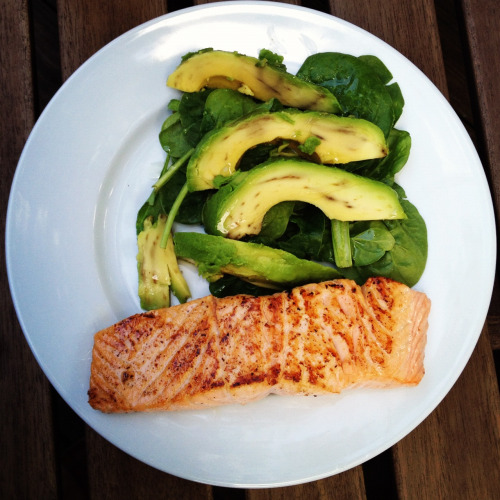 thosesweetmelodies:  The perfect home-cooked meal. Fresh salmon, avocado and spinach.