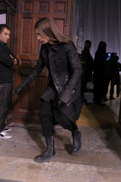 Rick Owens fall 2009 'CRUST' backstage Every backstage photo of this show looks like the models are drunk / falling over / passed out.