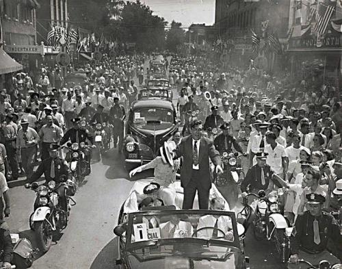 desire40:  August 17th, 1940.  Wendell Willkie, the Republican candidate for President returns home to Elwood, Indiana. photo via The Play-Wright Flyer Guy