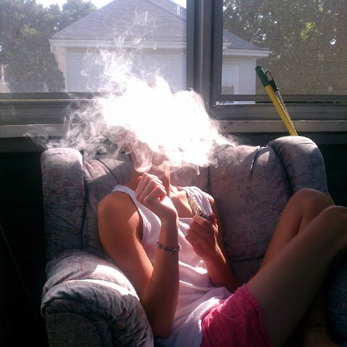 fuckyeahstonerkids:  somekidfromnh early morning smoke sesh