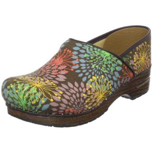 "VEGAN DAILY STYLE:  Dansko Shoes Dansko is an innovative, green shoe company.  Their company mission statement says ""our one true goal is to leave the world a better place than we found it.""  Dansko promotes philanthropy by partnering with organizations like Habitat For Humanity, and seeks to minimize any negative impact on the environment.  Check out some of their fantastic VEGAN shoes!"