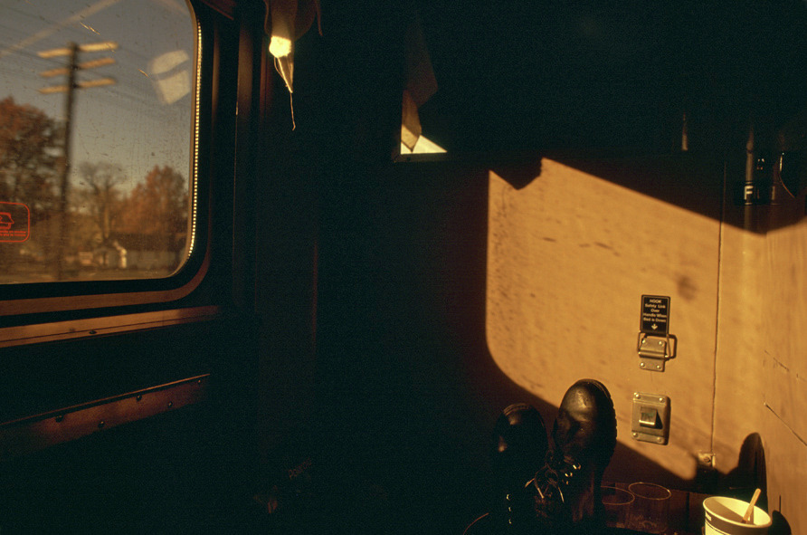 on the train to new york, 1996 © Gloria Rodríguez
