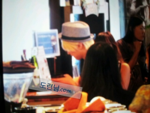 SungMin no Kona Beans - 28.07.2012  Crédito:도련님 Compartilhado: reneee @ sup3rjunior.wordpress.com