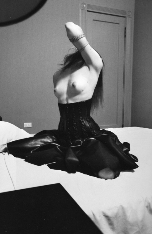 edgeofacataclysm:  raquel zimmerman by mario sorrenti - self service #29