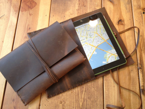 wantering:  Aixa Leather iPad Envelope