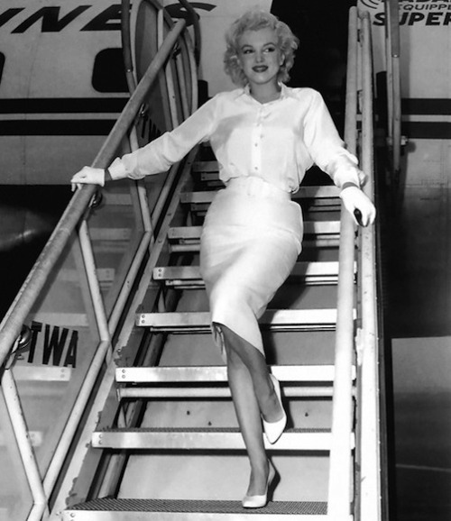 missingmarilyn:  Marilyn Monroe arriving in L.A., 1958.