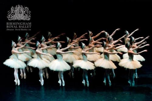 thedailyballet:  Birmingham Royal Ballet in Swan Lake. Photo © Bill Cooper.