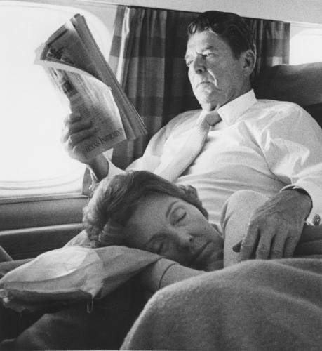 semioticapocalypse:  Ronald Reagan with Wife, Nancy.  aaaawwwwwwwwwwwww