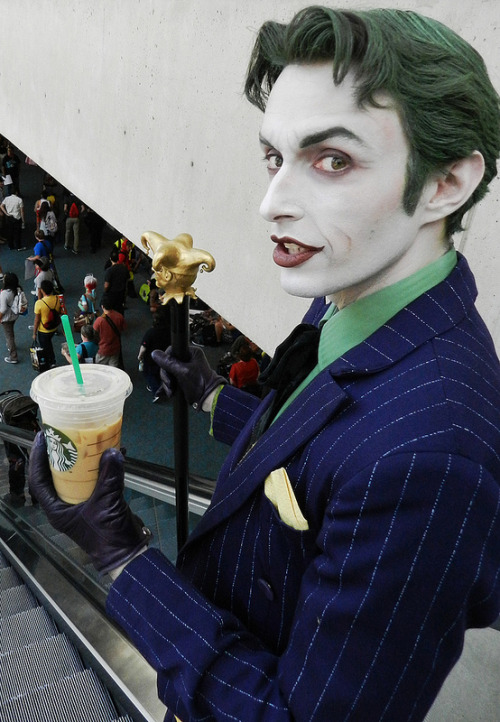 gagaloo-love:  6000th post. Have cute Starbucks Joker.