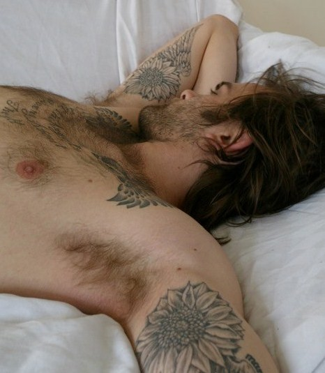 rtiem:  realmenstink:  SCRUFFY WITH SEXY PITS & TATS !!!  I want to smell and lick his pits!!!